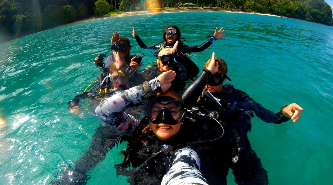 Projects Abroad volunteers learn to dive during PADI course at the Shark Conservation Project in Fiji.